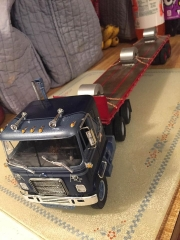 Chevy cabover with Fruehauf flatbed
