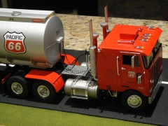 1970 Peterbilt 352 - Pacific 66 Super-B Fuel Truck